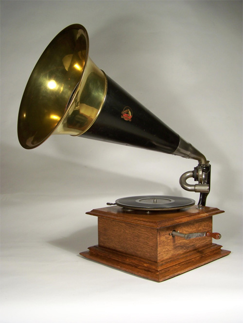 This Victor I dates from about 1905 and plays disc records.