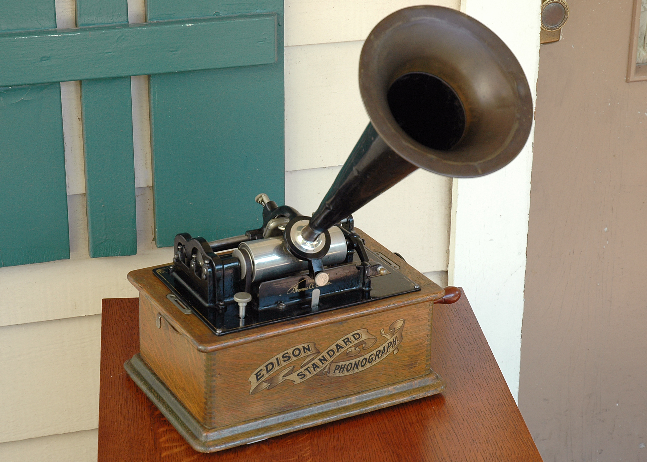 http://www.antiquephono.org/wp-content/uploads/2014/04/fig12_wide_horn.jpg