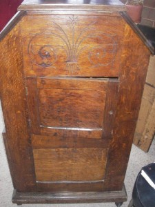 Kinetoscope-cabinet-courtesy-of-Antique-Phonograph-Society-225x300
